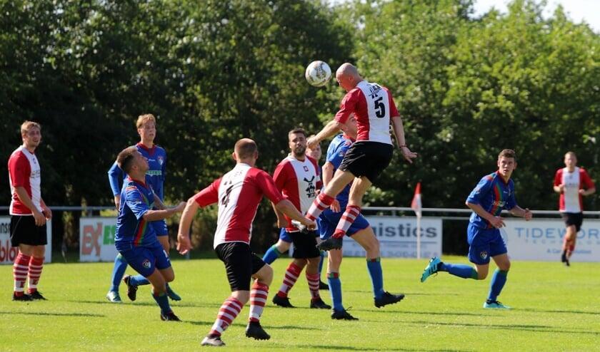 Abbenbroek kon het zaterdag niet bolwerken tegen GHVV'13 en verloor met 1-7. Fotografie: Peter de Jong