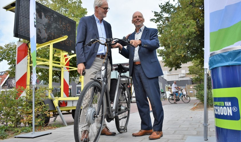 Wethouders Snijders en Vreugdenhil openden donderdag de nieuwe Biesieklette in Naaldwijk.