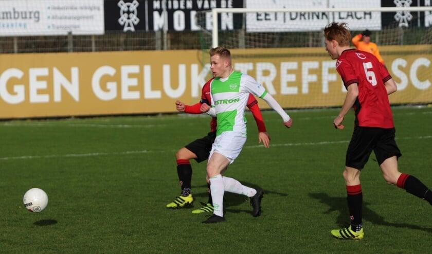 Spijkenisse heeft zaterdag de competitie hervat met een zege tegen FC Rijnvogels. Het werd op sportpark Jaap Riedijk 1-0.
