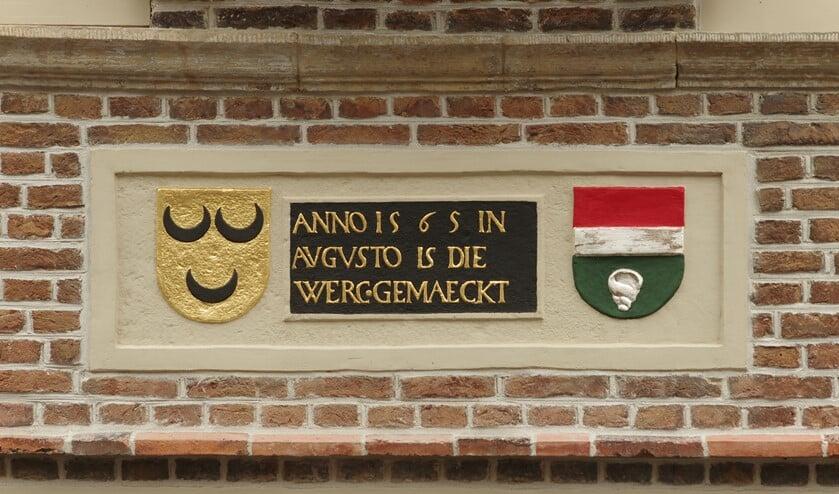Deze gevelsteen is te zien in de Langestraat. Een fraai voorbeeld van restauratie!
