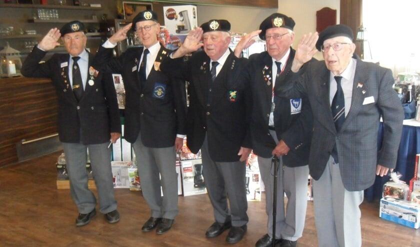 Enkele veteranen op een reunie