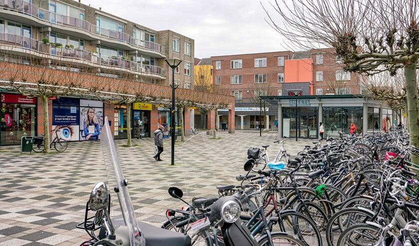 Bij de aanpak van het winkelcentrum gaan de fietsen verdwijnen van het plein.