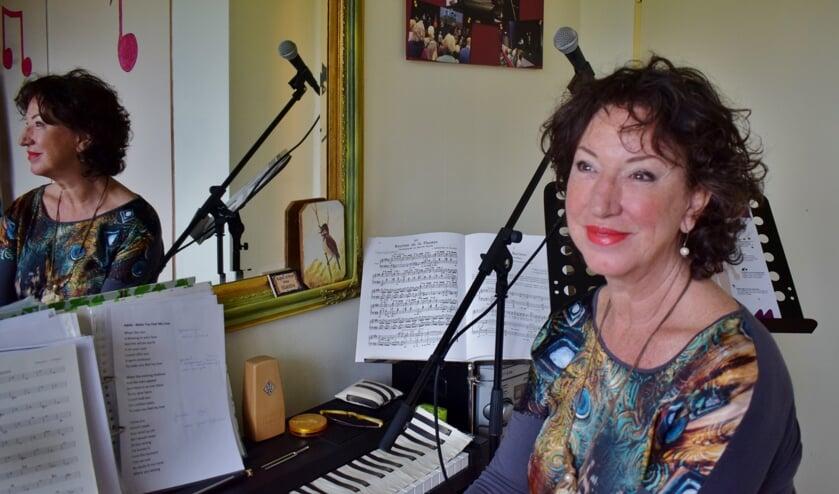 Germaine Compier in haar zangstudio