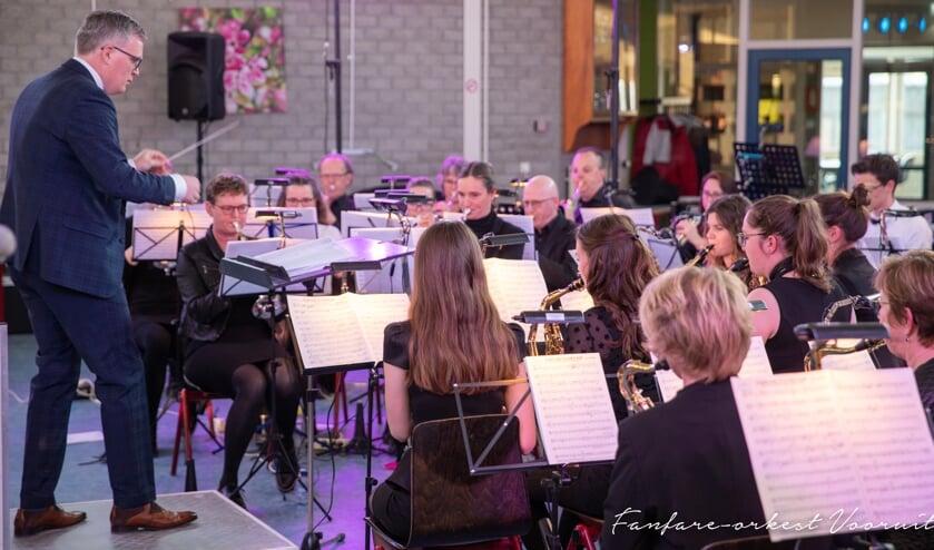 Fanfare-orkest Vooruit is een modern en dynamisch Fanfare-orkest dat vanaf augustus 2015 onder leiding staat van dirigent Gert van der Weide.