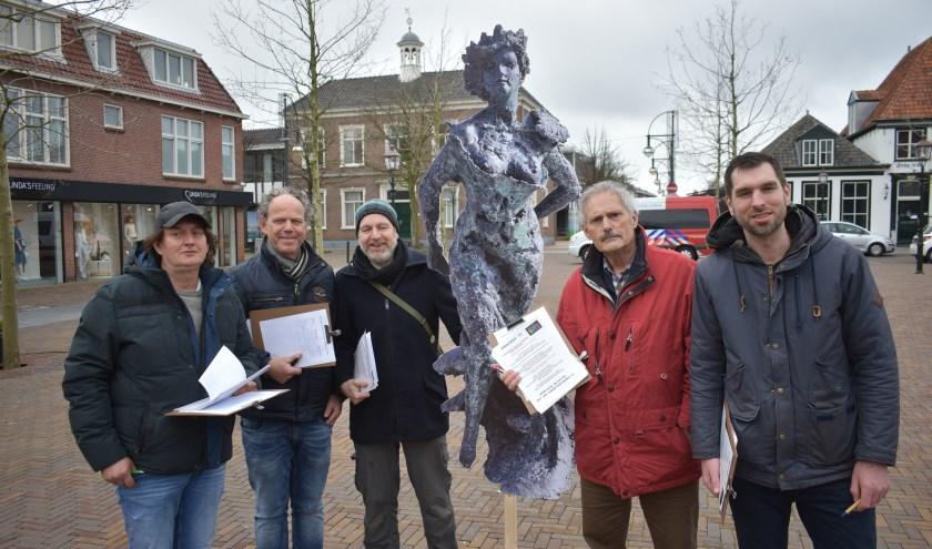 Kunstenaarscollectief WIT protesteerde zaterdag op het Marktplein in 's-Gravenzande.