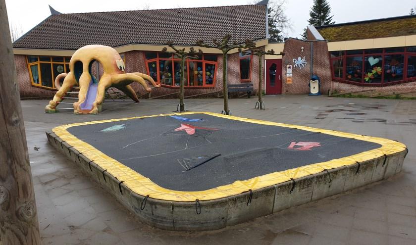 Het markante schoolplein van OBS De Inktvis in Dirksland is een van de schoolpleinen op Goeree-Overflakkee. (foto: Nick Ehbel)