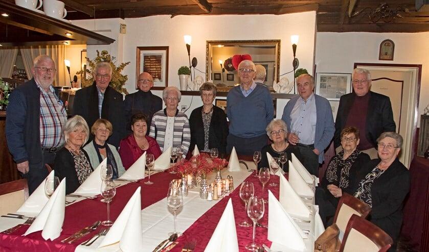 De oud-voetbalbestuurders van Voorne-Putten waren vrijdag voor de 32ste keer bijeen, opnieuw in Zwartewaal. (Foto: Wil van Balen)