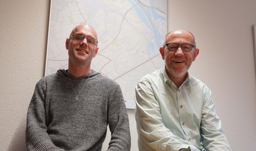 Links budgetcoach Hille Boogerd en rechts wethouder Bert van Ravenhorst