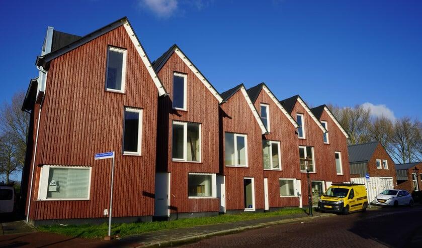 De woningen zien er inmiddels al beter uit en de plakkaten zijn van de ramen gehaald
