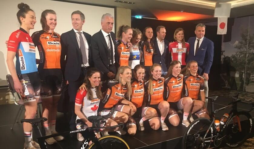 Chantal Blaak (st.vierde van rechts): 'Ik heb na het seizoen méér rust genomen dan voorheen, voel me fit, laat de klassiekers maar komen.'