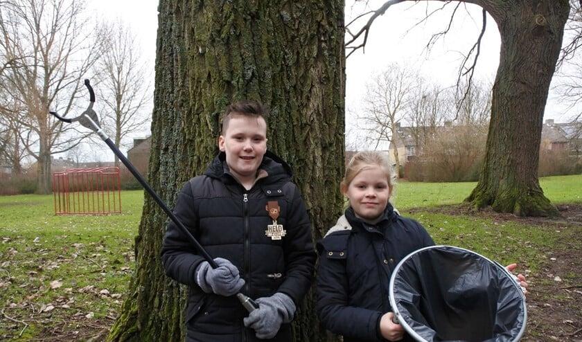 Ook Wessel en Jolein gaan geregeld met een grijpstok op pad om zwerfvuil op te ruimen.