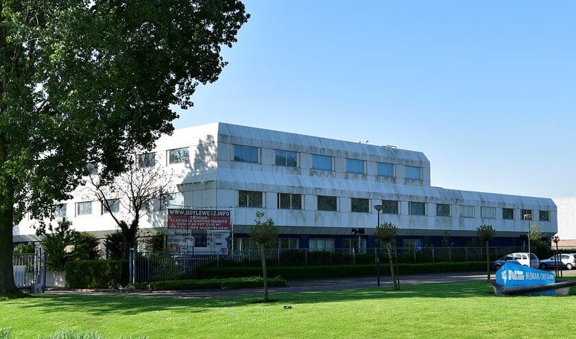 Het pand op de Boyleweg is in principe klaar om asielzoekers op te vangen. Archieffoto: Foto-OK.nl