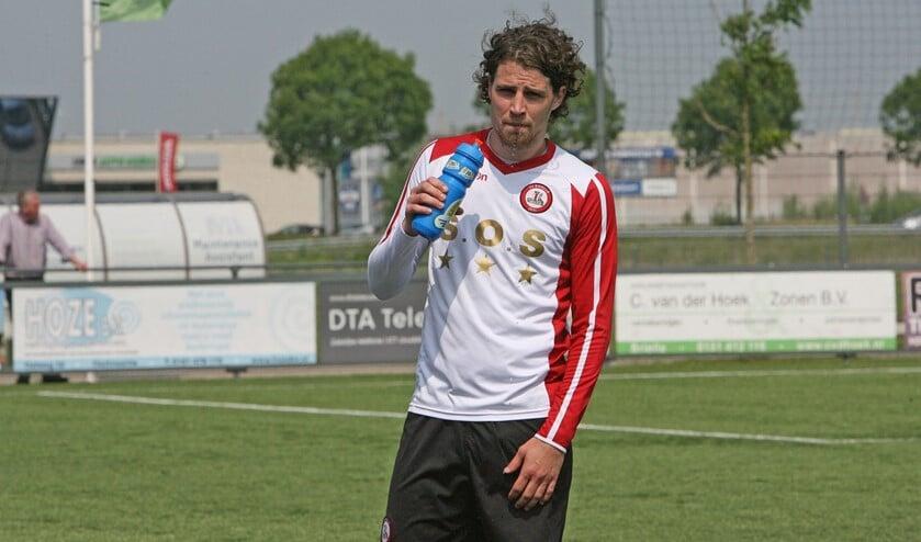 De strafschop van Marcel van den Berg werd door Heinenoord-keeper Dylan Heinen gekeerd. (Archieffoto: Wil van Balen)
