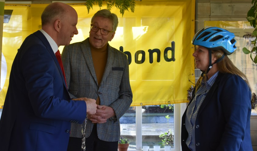 Als fietsburgemeester heeft Marja van der Ende (r) de rol van verbinder.