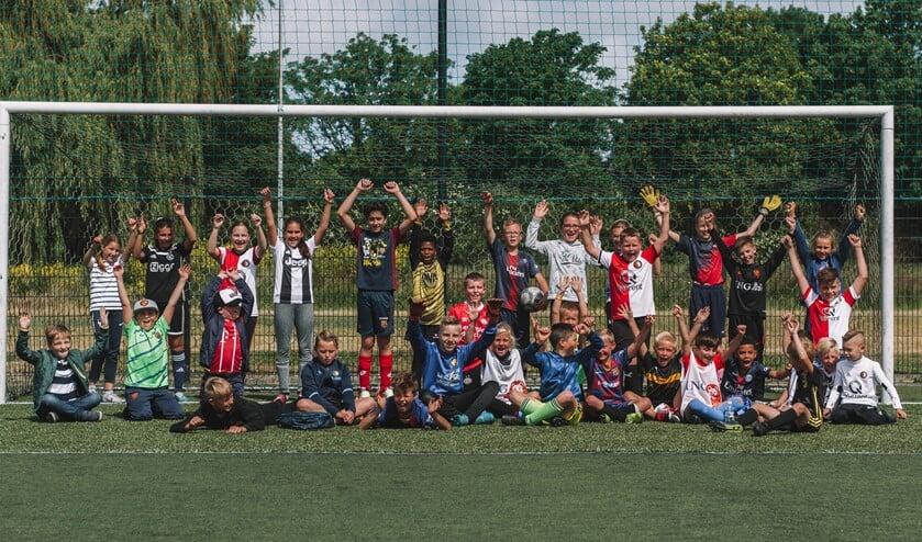 Hoe leuk is dat samen onbezorgd spelen op het voetbalveld? (Foto: Anastasia Schnocks)