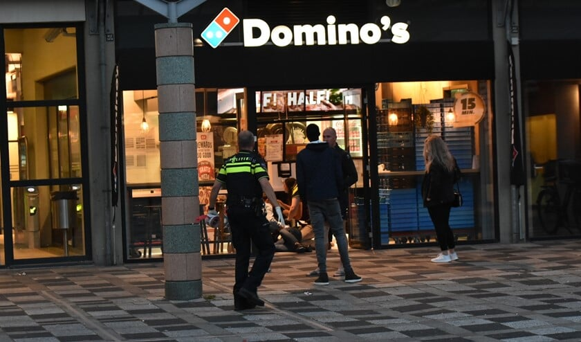 Personeel van Domino's verleende eerste hulp aan het slachtoffer.