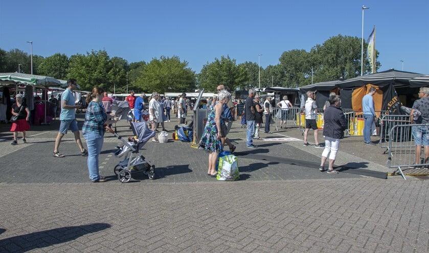 De weekmarkt op zaterdag op het Woordbouwerplein.