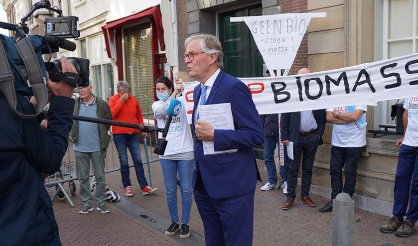 Wethouder André Schoon staat 'Hart van Nederland' te woord