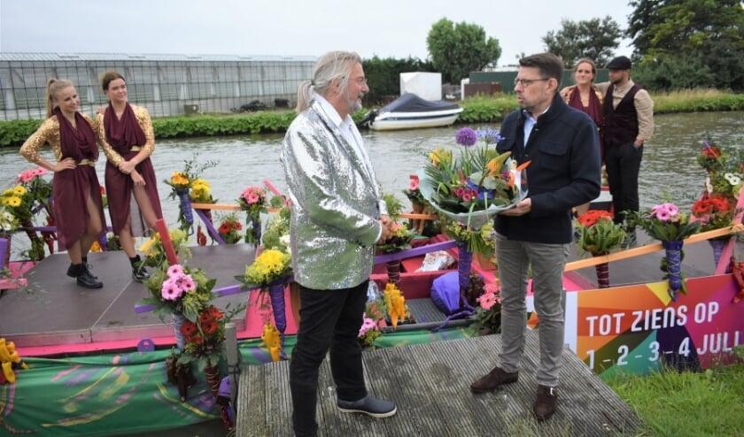 Een kleine Corso-vloot bracht zaterdag een bezoek aan de diverse burgemeesters. Bouke Arends was present bij De Tuinderij. Foto's: (WB)