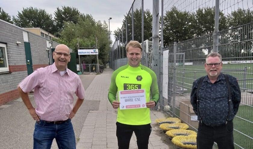 Willem Heijdacker en Aad Struijk reikten de Pluim van de Arbeid uit.