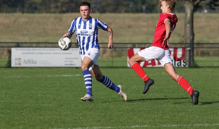 <p>Rowan van Heist scoorde drie keer voor Zwartewaal. (Foto: Wil van Balen).</p>