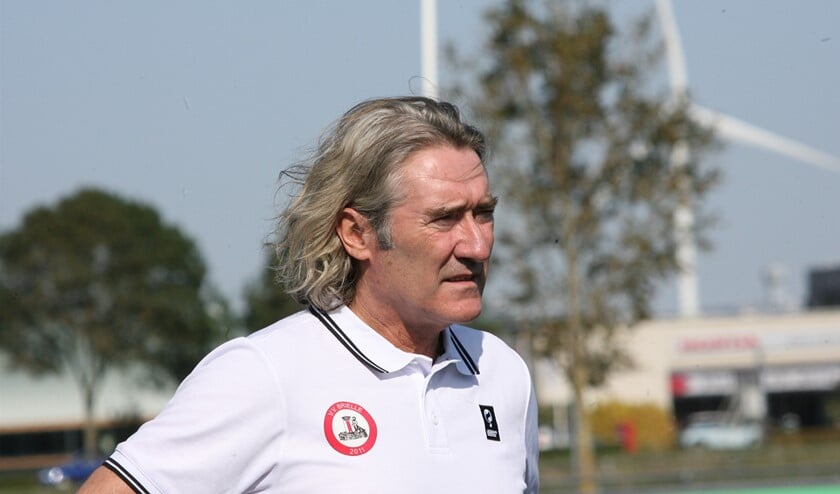 <p>Trainer Gijs Zwaan van vv Brielle gaat voor een plek in de top 5 van de eerste klasse B dit seizoen. (Archieffoto: Wil van Balen)</p>