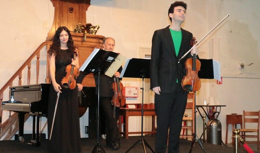<p>De laatste noten ervan speelden de Rusanovski&rsquo;s niet, maar zongen ze, ze zongen het recht uit het hart. </p>