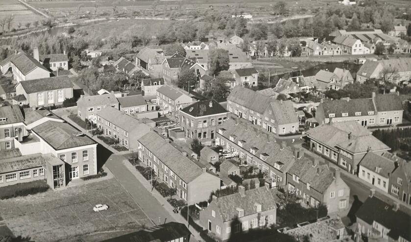 Wat herken je bij het bekijken van deze oude luchtfoto?