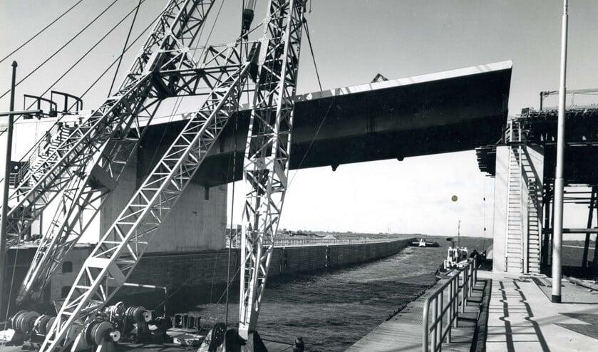 <p>De Hartelbrug in aanbouw, 3 oktober 1967.&nbsp;</p>
