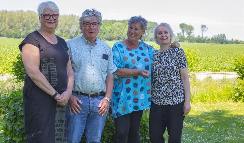 <p>Ada Andreae (l) met haar mede-organisatoren Hand Gardenier, Wilma Vos en Wies Poortvliet. <br>(Foto: Wil van Balen) </p>