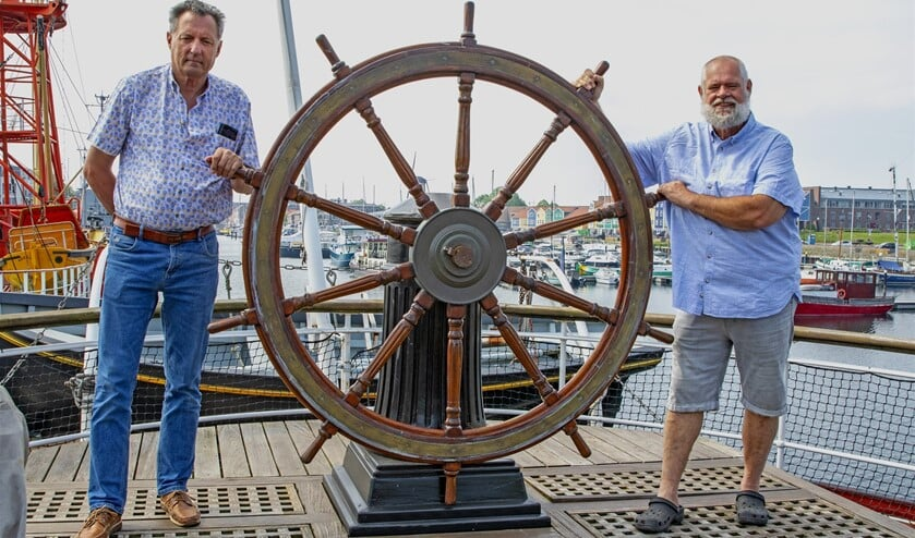 <p>Vrijwilligers van museumschip De Buffel Ed en Tom.&nbsp;</p>