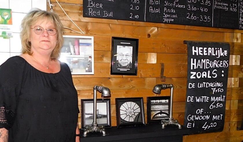 <p>Sylvia van Dijk is alweer 26 jaar de eigenaresse van de Witte Markt.</p>