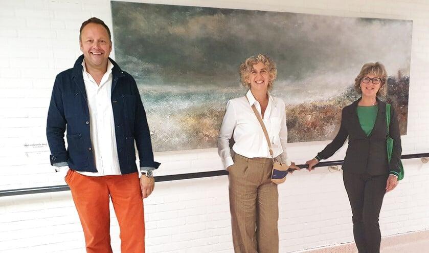 <p>Van links naar rechts: cabaretier Richard Groenendijk, kunstenares Yvonne Broeren, burgemeester Ada Grootenboer </p>