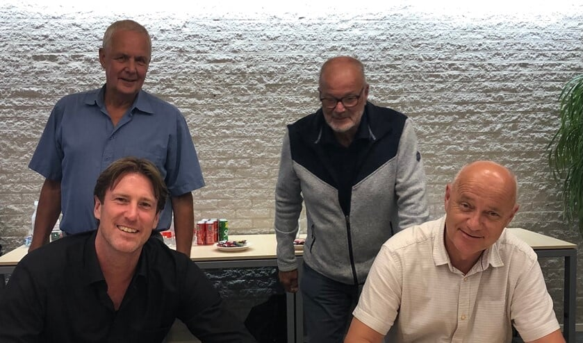 <p>Prokind en VCPO bestuurders Menno van Riel en Maarten Groeneveld tekenen intentieverklaring met op de achtergrond toezichthouders Joost Mayer en Ton Scheffers.</p>
