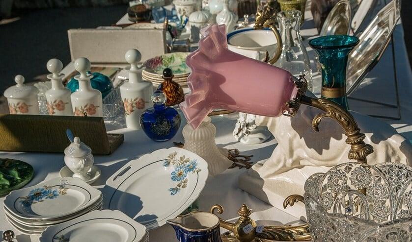 <p>Er is altijd wel iets te vinden op de rommelmarkt in Strijen. (foto: stock)</p>