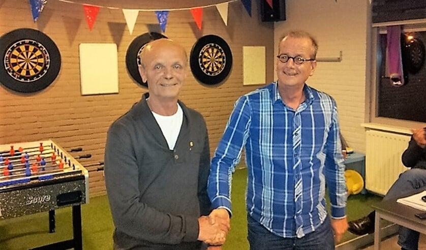 <p>Vanwege zijn inzet voor MSV&AV Flakkee werd Adrie Robijn (links) op 3 december 2012 benoemd tot Lid van Verdienste..</p>