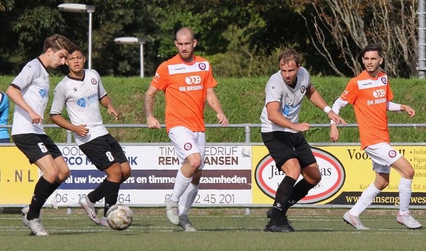<p>De voorbereiding op het seizoen 2021/&#39;22 is in volle gang. De laatste derby tussen Nieuwenhoorn en Brielle eindigde voor de coronastop op 26 september 2020 eindigde in een 2-1 overwinning voor Nieuwenhoorn.</p>