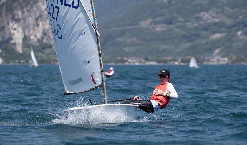 <p>Ole J&auml;gers in actie tijdens het WK Optimist zeilen 2021 in Itali&euml;. (foto Matias Capizzano)</p>