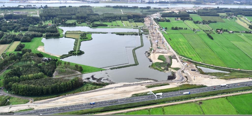 Knooppunt Vlaardingen met boven aan de foto Het Scheur. Foto: RWS. Foto: Rijkswaterstaat/webinar © GrootHellevoet.nl