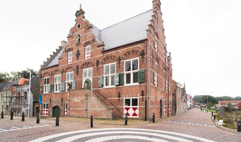 <p>Recent gerestaureerd: Raadhuis Ooltgensplaat. Foto: Jacquelien Wielaard</p>