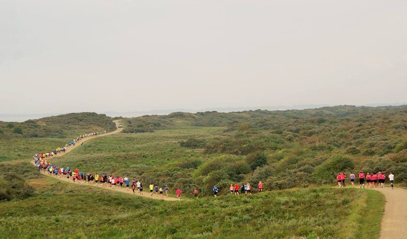 <p>Een lang lint van lopers zal zaterdag a.s. de duinen van Ouddorp kleuren.</p>