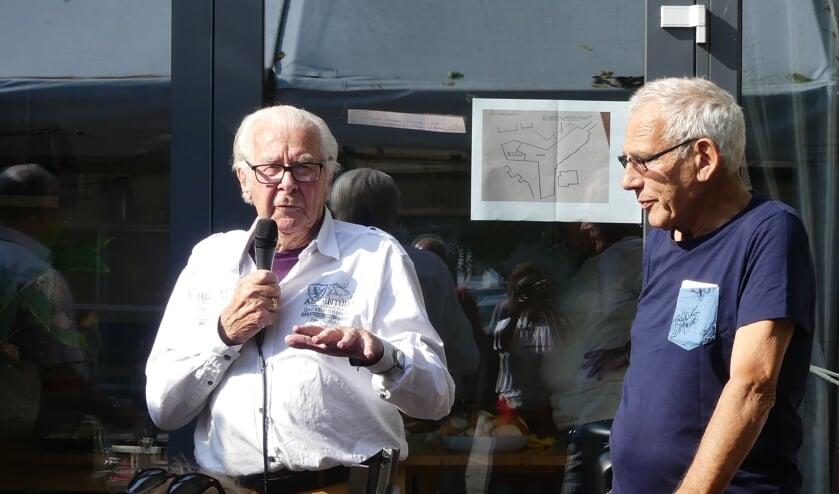 <p>Twee bestuursleden van het eerste uur, voorzitter Leen Roos en secretaris Arie Koppenaal, vertelden hoe het allemaal begon.</p>