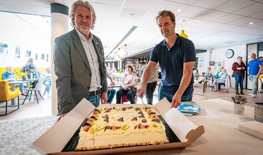 <p>De offici&euml;le heropening vond plaats door het aansnijden van een taart door de wethouders Hamerslag en Soeterboek. </p>