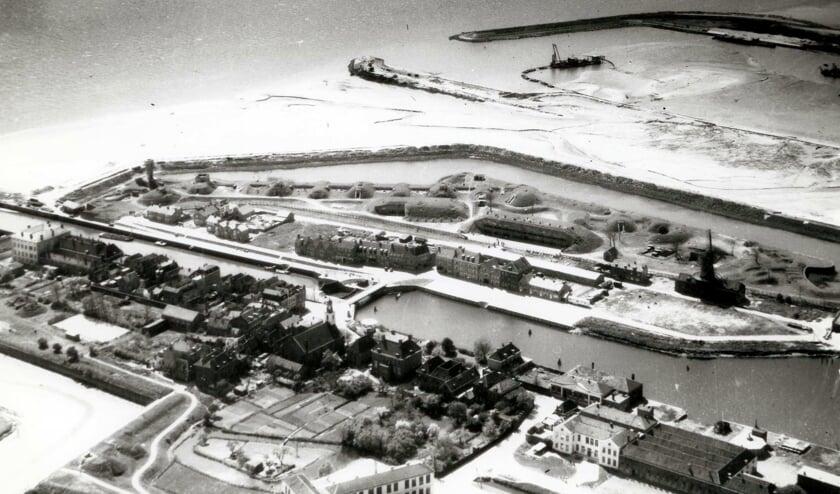luchtfoto Vesting, Werkhaven, Deltawerken 1956