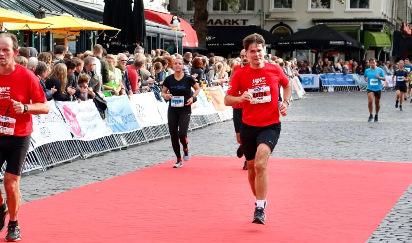 <p>Burgemeester Paul Depla loopt de halve marathon.</p>