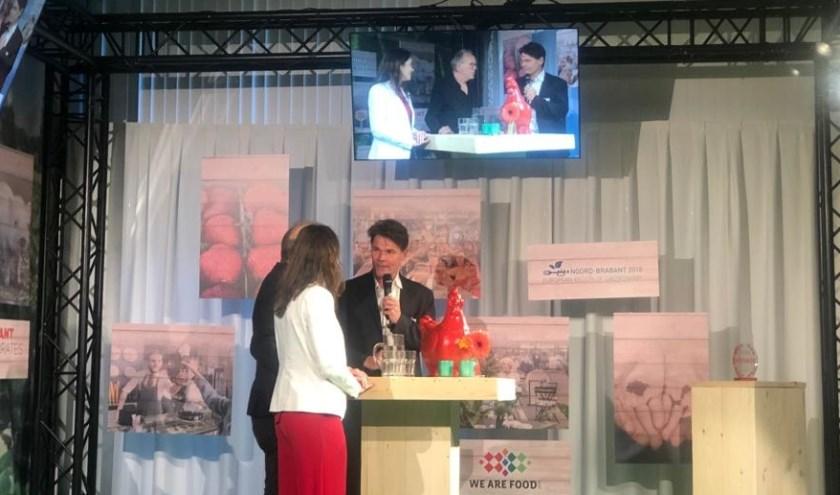 Burgemeester Depla op het podium bij de slotmanifestatie van We Are Food.