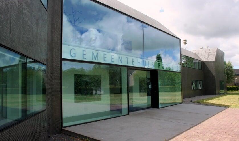 <p>Het parkeerterrein is voor bezoekers van het gemeentehuis en de supermarkten Jumbo en Lidl.</p>