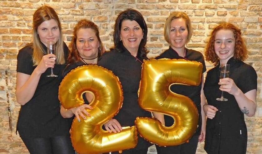 Het team van La Ligne de Beauté viert haar 25-jarige jubileum met bestaande én nieuwe klanten FOTO PRIVÉBEZIT