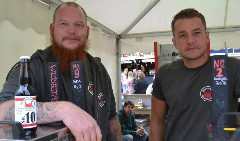 Michiel Worms en Michiel de Bodt van Gebroeders Roodbaard Brouwerij FOTO REMKO VERMUNT