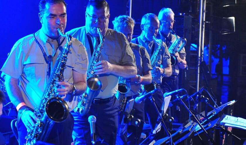 De saxofonisten van de Valley Sound Big Band. FOTO FRANK STROOP